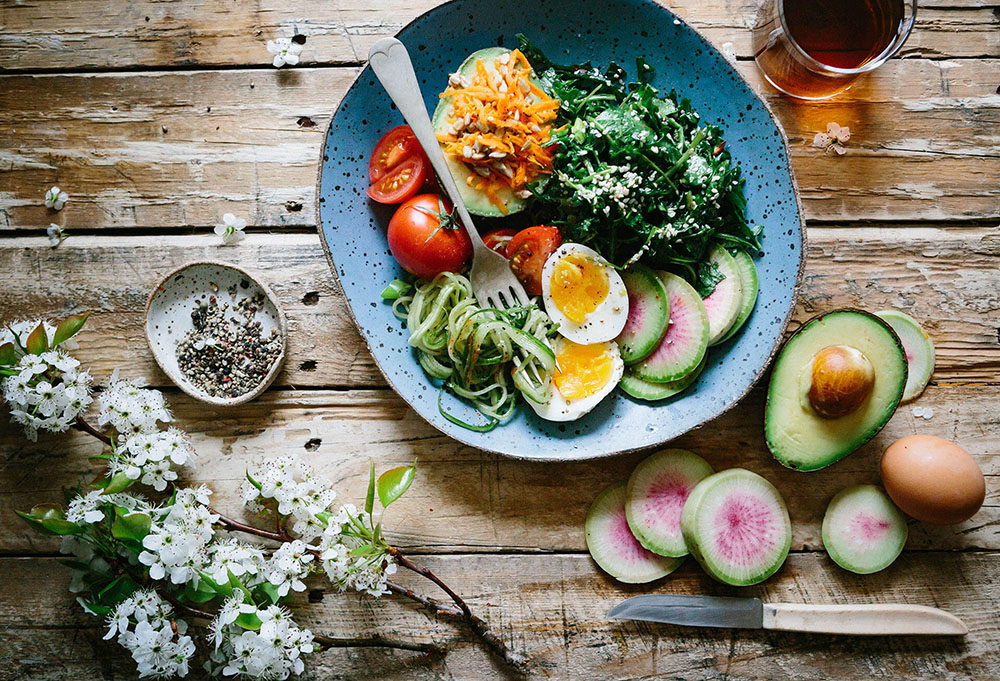 8 ways to cook and eat more healthily for your loved ones at home