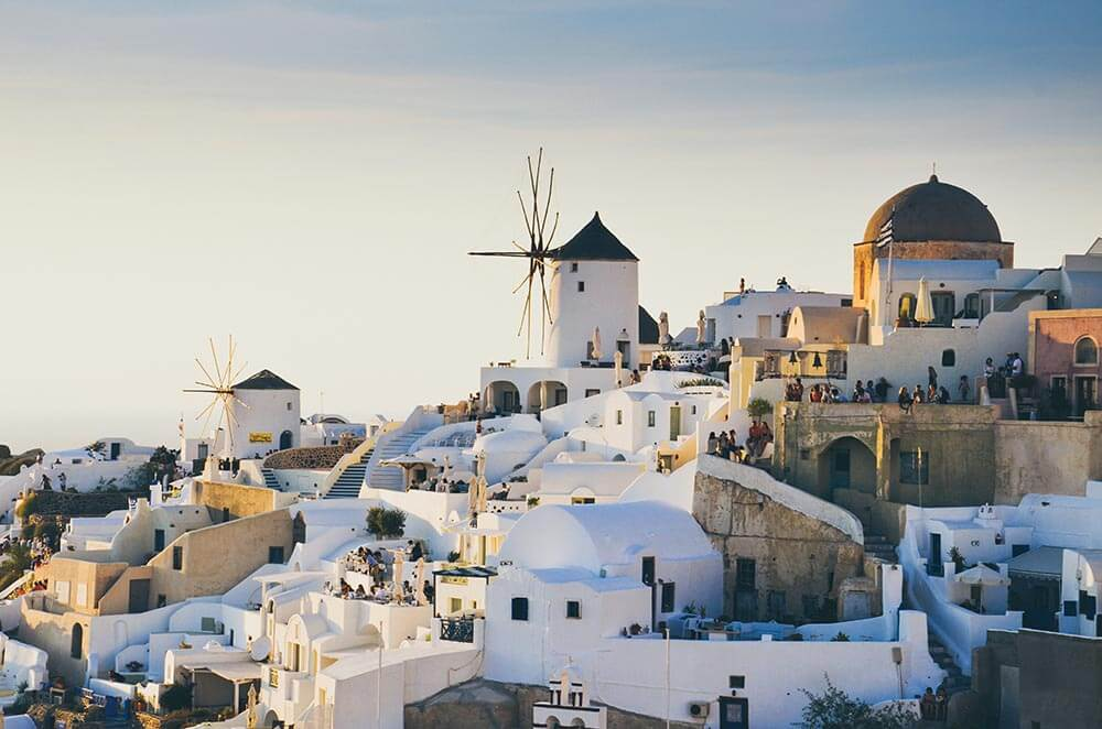 Honeymoon Guide: Planning a Perfect and Romantic Getaway to Santorini